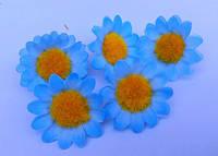Цветки ромашки, тканевые голубые