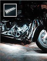 Подсветка мотоцыкла —белая.