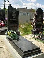 Памятник из камня с крестом и гравировкой
