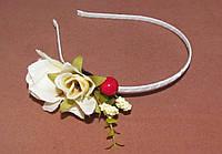 Обруч для волос металл с розами молочный