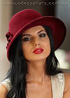 Фетровый женская шляпа с полями  и с украшением