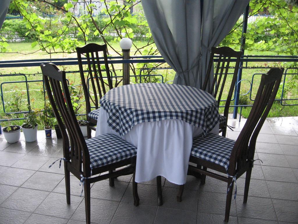 Летняя терасса ресторана GEORGIA 4