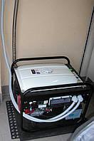 Монтаж однофазного генератора в качестве резервного питания, обеспечивающего трехфазную сеть (для целесообразности и экономии средств). Место установки - гараж. Отвод выхлопных газов выполнен нержавеющим гофрорукавом диам.25мм.