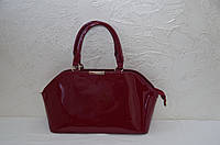 Стильная красная лаковая женская сумка