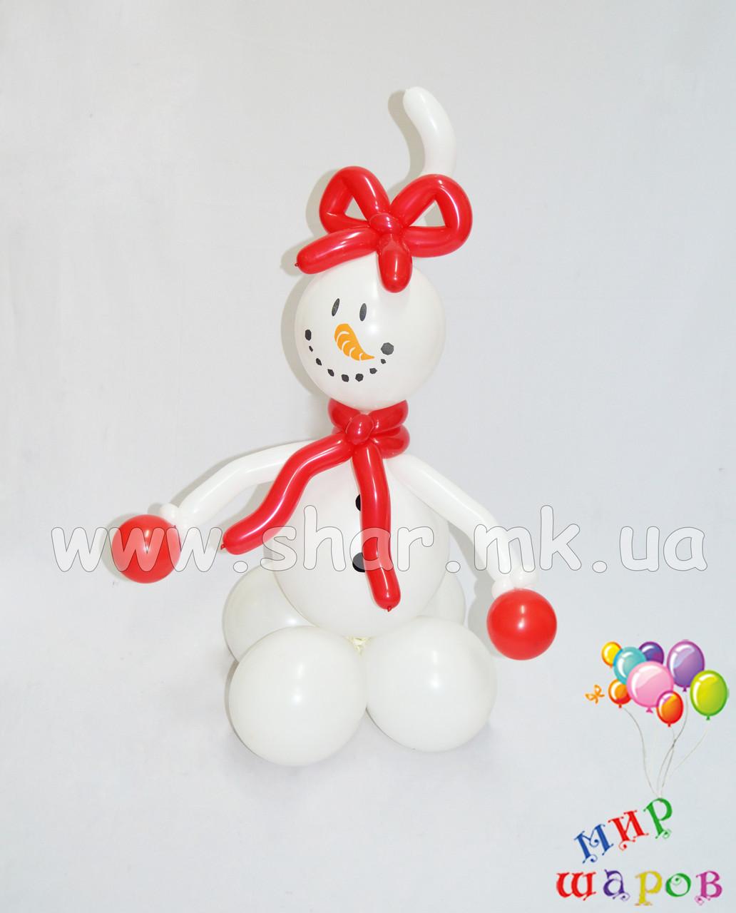 Забавный снеговик из воздушных шаров