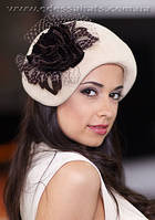 Модный фетровый берет шляпа украшенный цветком из ткани