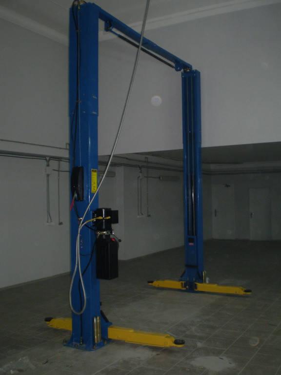 Установка двухстоечного подъемника, итальянского компрессора DARI и шиномонтажной пары на HYUNDAI сервис в Кривом Рогу