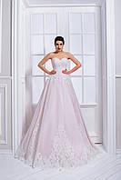 Роскошное свадебное платье А-силуэта с открытыми плечами и пышной юбкой