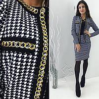 Женский костюм пиджак и юбка декорирован цепочкой