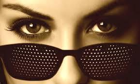 Перфорационные очки в дырочку: тренируем мышцы глаз
