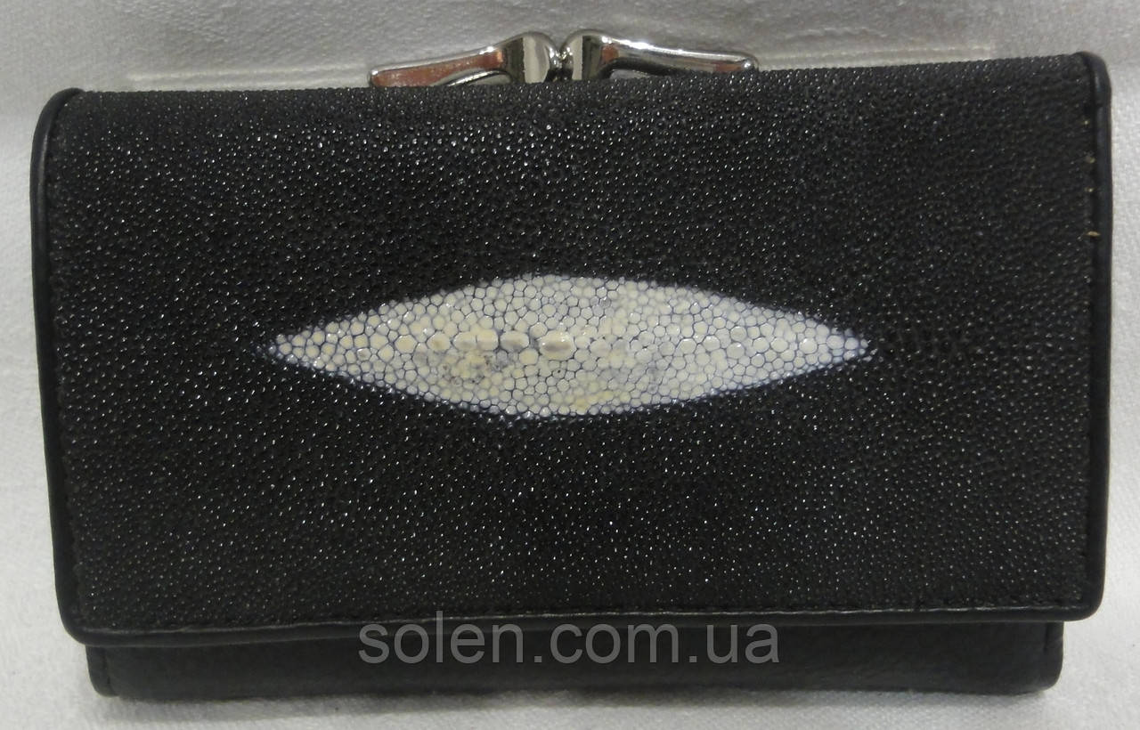 Жіночий гаманець зі шкіри ската.