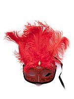 Маска венецианская с перьями красная (25х16х5 см)