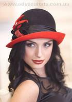 Комбинированная фетровая шляпа  с полями с цветочной композицией