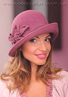 Фетровая шляпа  с полями с цветочной композицией