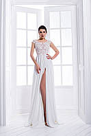Удивительно нежное свадебное платье в греческом стиле, которое оголяет ножку