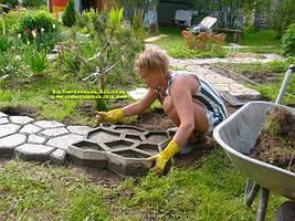 Вы можете используйте краситель для бетона, чтобы сделать ваш участок еще более красивым!