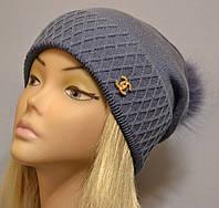 Красивая шапка с фактурным отворотом и песцовым помпоном  Жанна джинс