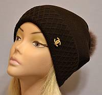 Красивая шапка с фактурным отворотом и песцовым помпоном  Жанна коричневый