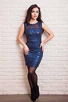 Яркое платье с вертикальным выточками