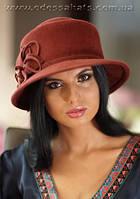 Шляпа  с полями из фетра с цветочной композицией