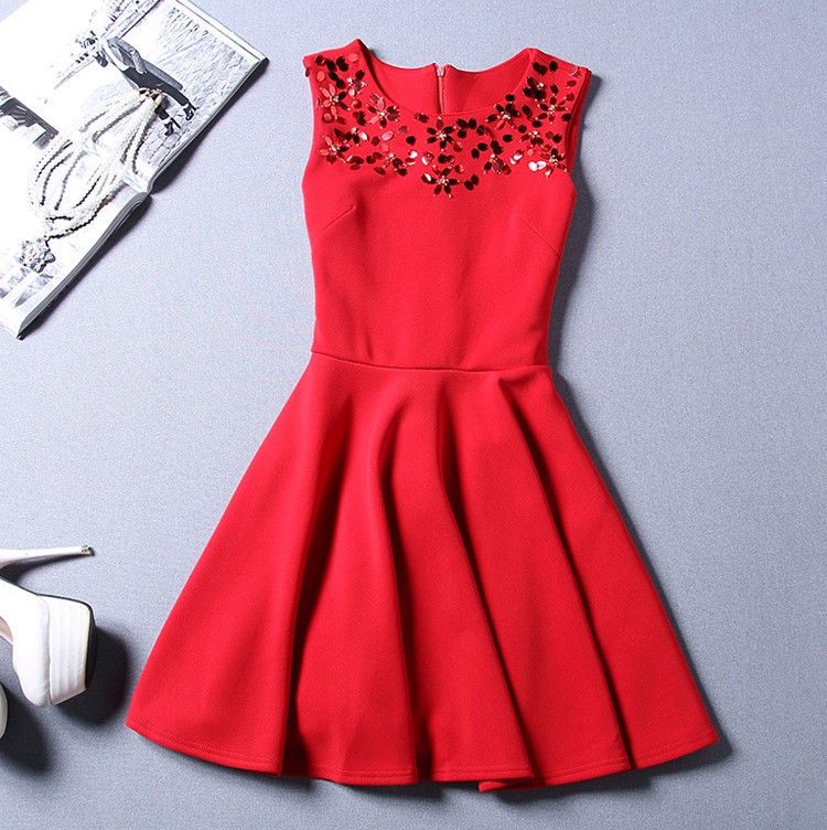 Платье женское с пайетками на груди красное