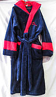 Мужской халат из вельсофта на запах с капюшоном однотонный с контрастными манжетами