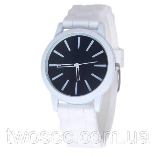 Женские силиконовые наручные часы кварцевые Feb22 на силиконовом ремешке белые, черные