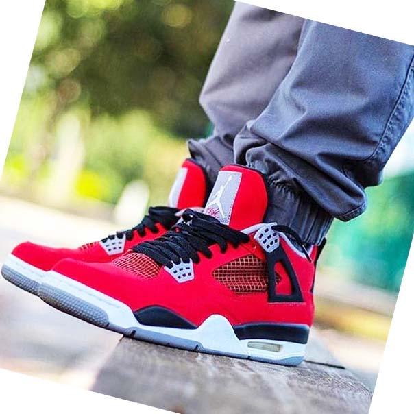Мужские кроссовки аир джордан 4 красные на ноге