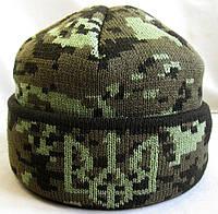 №12 - Шапка вязаная пиксель подворотом с гербом Украины и флисом на пол головы