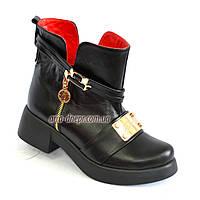 Стильные кожаные женские демисезонные ботинки на утолщенной подошве.