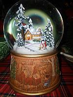 Музыкальный водяной шар снеговики возле дома
