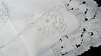 Красивая новогодняя скатерть на средний стол 130*180, белая с серебристой вышивкой