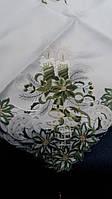 Красивая новогодняя скатерть на средний стол 130*180, белая с зеленой вышивкой