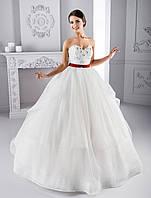 """Изумительно пышное свадебное платье силуэта """"Принцесса"""", украшенное аппликациями с бисером"""