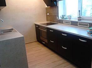Кухня- две зоны напротив друг друга