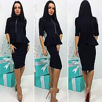 Элегантное женское платье  с декором на груди, цвет черный