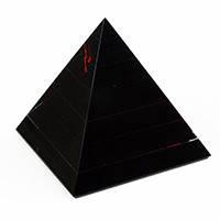 Пирамиды-фигурки из натуральных камней