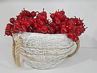 Декоративная плетенная корзинка с ручками белая