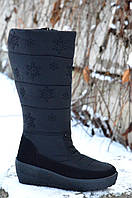 Сапожки дутики черные женские молодежные на платформе с черными снежинками. Лови момент