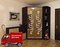 Угловой шкаф-купе с фасадами из зеркал с рисунком пескоструй