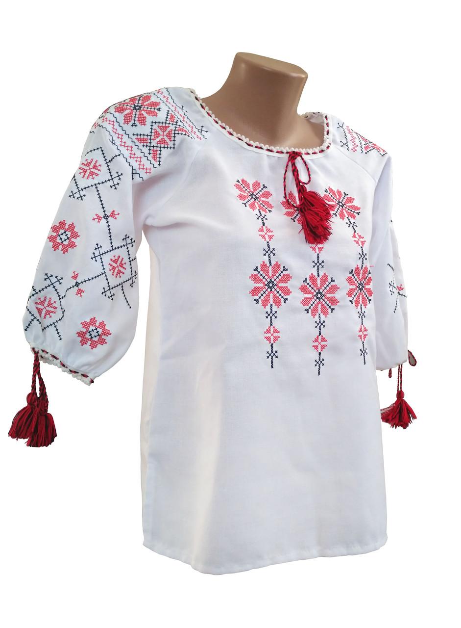 Женская вышиванка в больших размерах белого цвета с геометрическим орнаментом