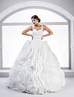 """Королевское свадебное платье силуэта """"Принцесса"""", украшенная замечательными воланами в форме роз"""