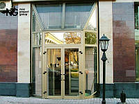 Алюминиевые двери со стеклом входные
