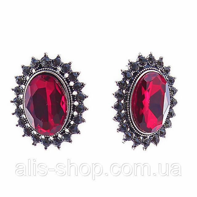 Серьги классические с бордовыми овальными кристаллами в оправе со стразами
