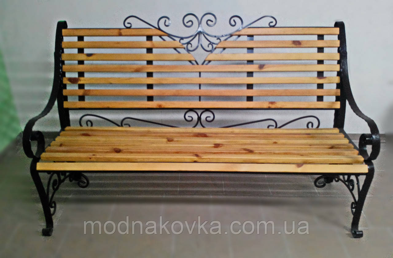 Лавочка кованая с деревянной спинкой и сиденьем