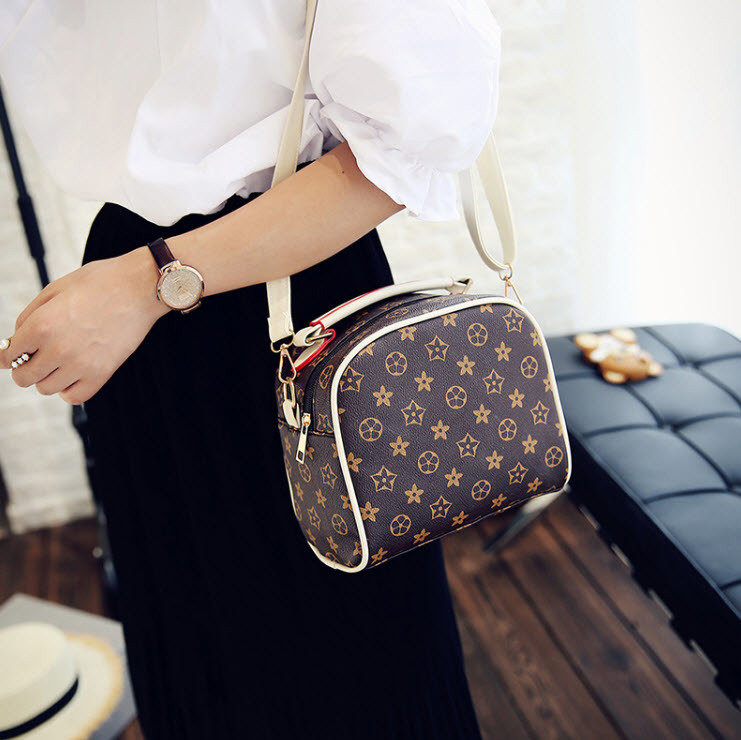 527e7347bb2d Сумка мини почтальонка реплика Louis Vuitton. - Интернет-магазин рюкзаки и  сумки Авось Ка