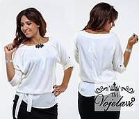 Стильная белая  шелковая блузка батал с брошью, пояс в комплекте. Арт-9360/41
