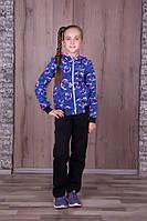 Тёплый спортивный костюм для девочек,кофта расцветка джинс в ярко розовую звёздочку,штаны- тёмно синие.