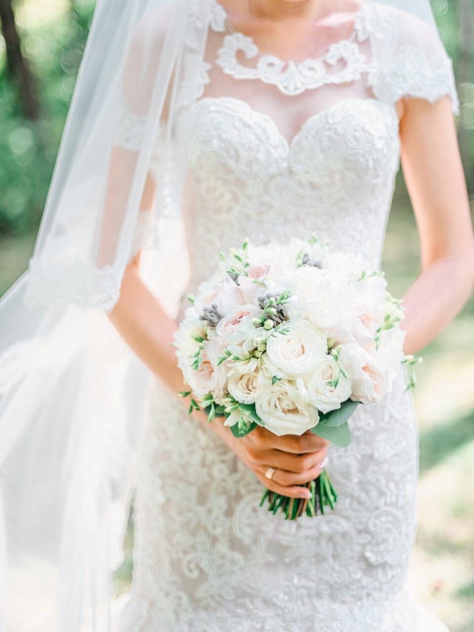 Свадебный букет и бутоньерка фото доставка цветов подарков