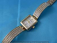 Часы King Girl A9223 женские прямоугольные золотистые на белом циферблате в стразах на браслете
